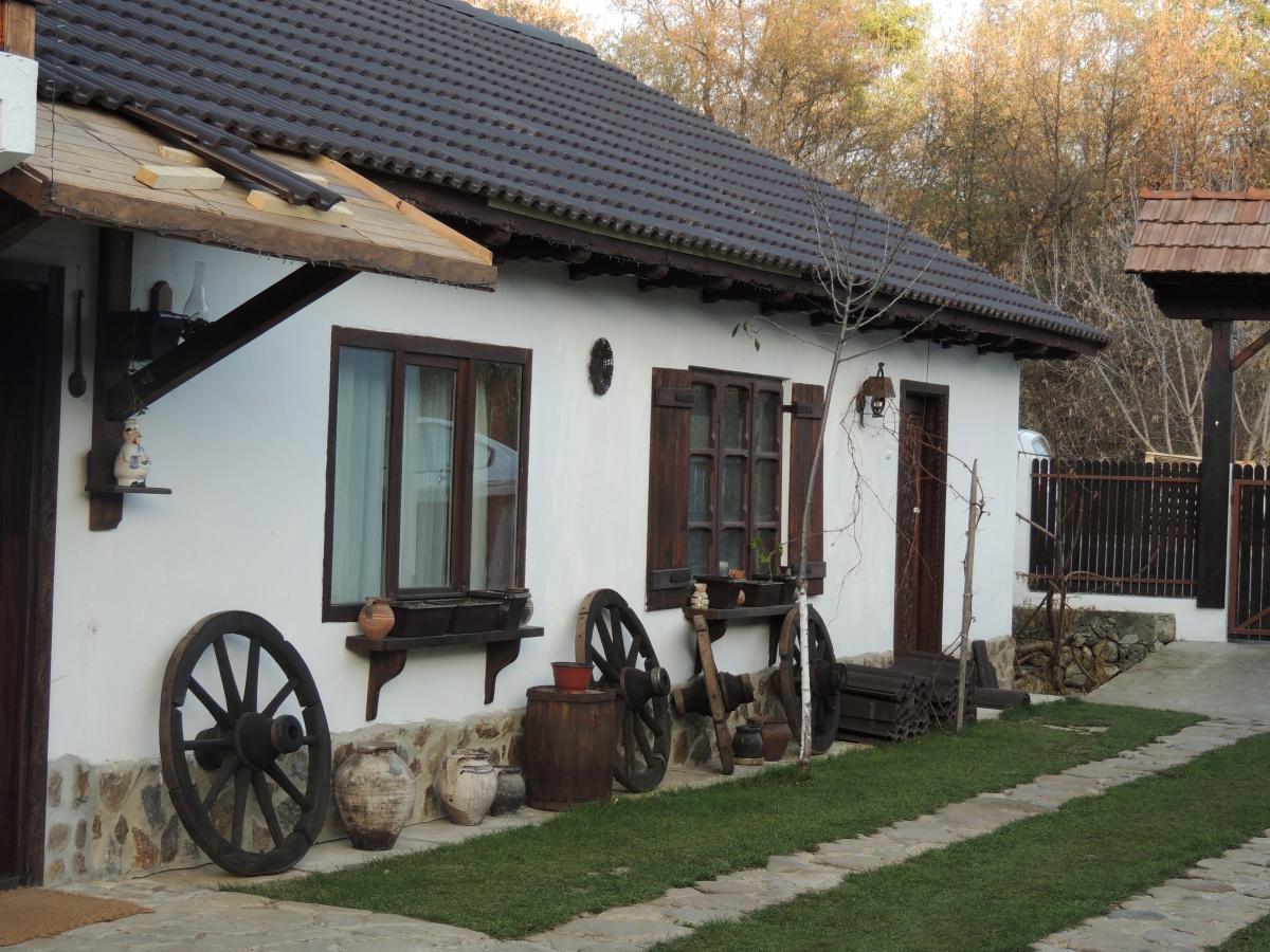 "Pensiuni in care sa stai: ""Casa veche"" din Horezu"