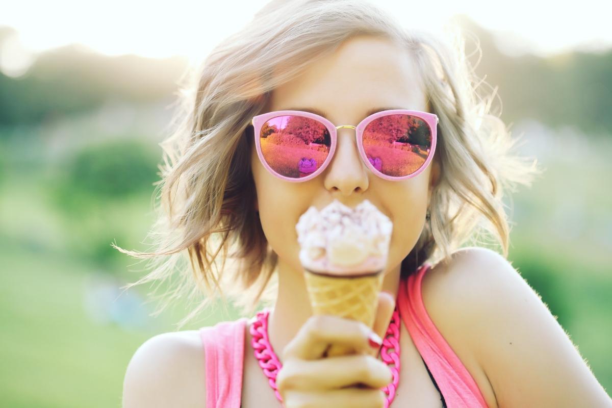 Vara la birou: lucruri esentiale pentru zile fierbinti